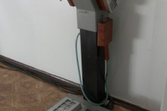 Strahlenmeßgerät, mit dem die Kontamination der Besucher gemessen wird (wenig vertrauenserweckend)